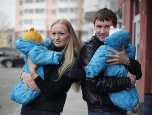 Вячеслав Мясников с женой и детьми