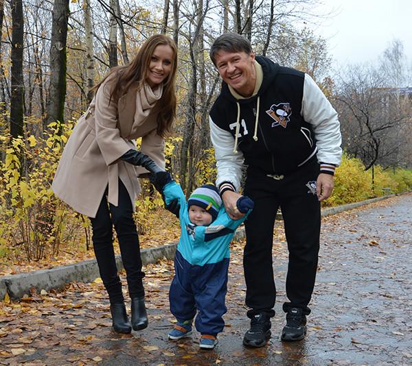 Нетиевский с женой и детьми фото