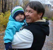Сергей Исаев с ребенком