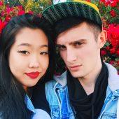 Эдвард Атева с девушкой