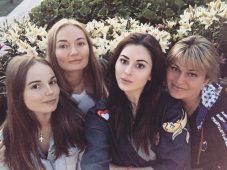 Юлия Пушман и Саша Спилберг с мамами
