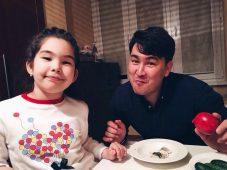 Азамат Мусагалиев с дочкой