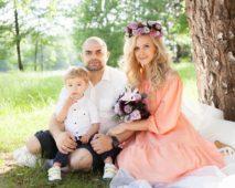 Ольга Агибалова Гажиенко с сыном и мужем Ильей