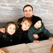 Тимур Тания с детьми