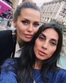 Виктория Боня с подругой