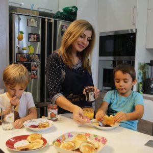 Ирина Агибалова с внуками