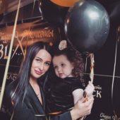 Анастасия Волынец с дочкой