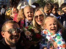 Олег Верещагин с женой и детьми