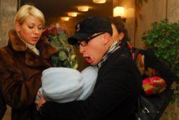 Роман Третьяков с женой и сыном