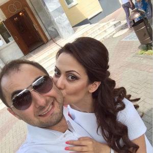 Денис Карибидис с женой