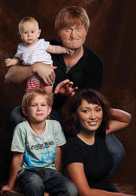 Рожков с женой и детьми