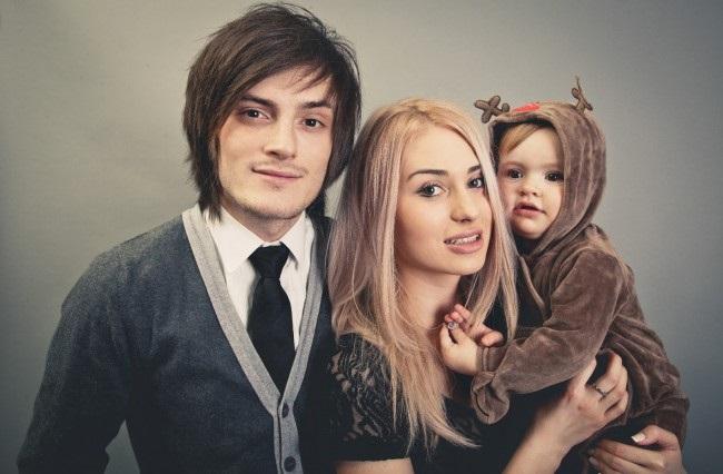 Саша Шапик с бывшей женой и ребенком