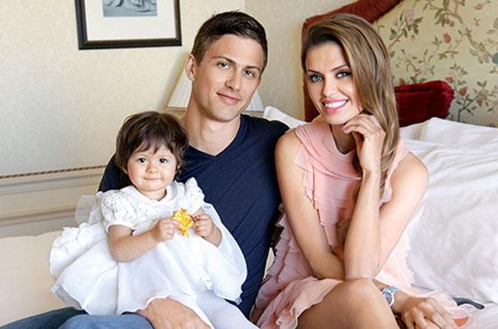 Виктория Боня с мужем и дочкой