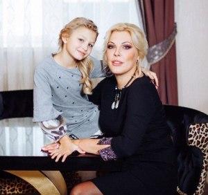 Елена Ясевич с дочкой