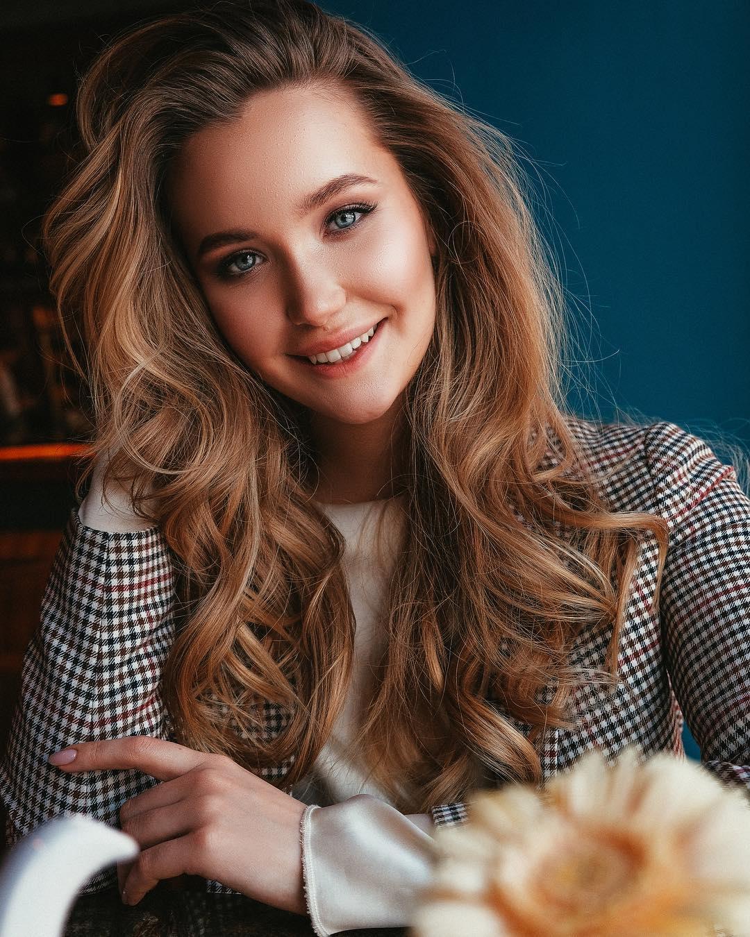 Bachelorette Russia - Plan B on TNT - Season 2 - Discussion - *Sleuthing Spoilers* - Page 2 Anihovskaya-17